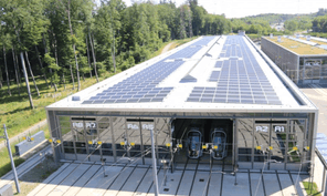 Depuis septembre, 4.500m² de panneaux solaires ont été installés sur le toit du centre de remisage du tram. De quoi produire l'équivalent de la consommation de 122 ménages. (Photo: Luxtram)