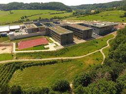 Cette nouvelle école peut accueillir 800élèves. ((Photo: LTA))