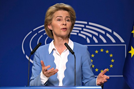 Ursula von der Leyen, présidente de la Commission européenne, a annoncé le 20 mars que les critères de déficit public et de dette publique seraient gelés pour une durée indéterminée. (Photo: Shutterstock)