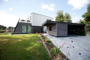 Pour maximiser les capacités du bâtiment à récupérer l'énergie solaire, EHS et le cabinet architecture zone ont également veillé à positionner le bâtiment de façon idéale. (Architecture Zone)