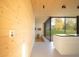 Le bois occupe une belle présence à l'intérieur. ((Photo: Morph4))