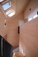 La cage d'escalier est généreuse, haute sous plafond. ((Photo: Morph4))