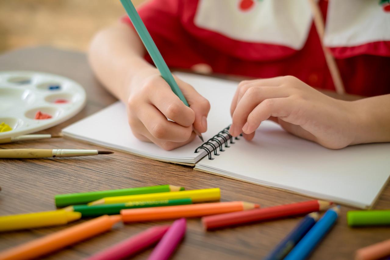 Une des grandes inconnues tient au personnel qui sera nécessaire pour encadrer les enfants. (Photo: Shutterstock)