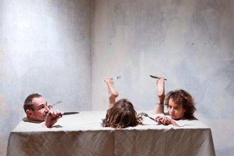 Sur la scène de l'Escher Theater,Sophie Langevin (à droite) et Francesco Mormino (à gauche) seront deux des atouts de la nouvelle création«Pas un pour me dire merci», présentée les 20, 23 et 25 avril prochains. (Photo: Patrick Galbats)