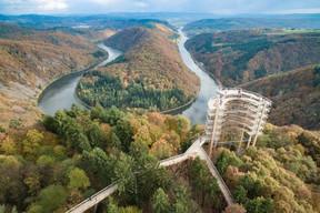 À l'issue du chemin des Cimes, les visiteurs arrivent à une tour en bois en colimaçon de plus de 40mètres de haut. ((Photo: Alexander M. Groß))