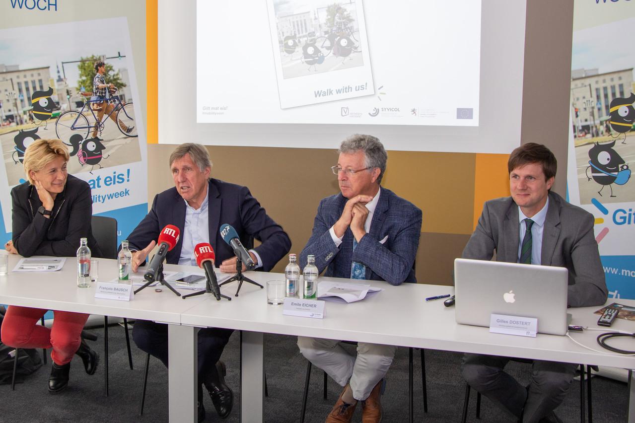 De droite à gauche, le directeur général du Verkéiersverbond, Gilles Dostert, le président du Syvicol, Émile Eicher, et le ministre de la Mobilité et des Travaux publics, François Bausch, lors de la conférence de presse du lundi 9 septembre 2019. (Photo: Verkéiersverbond)