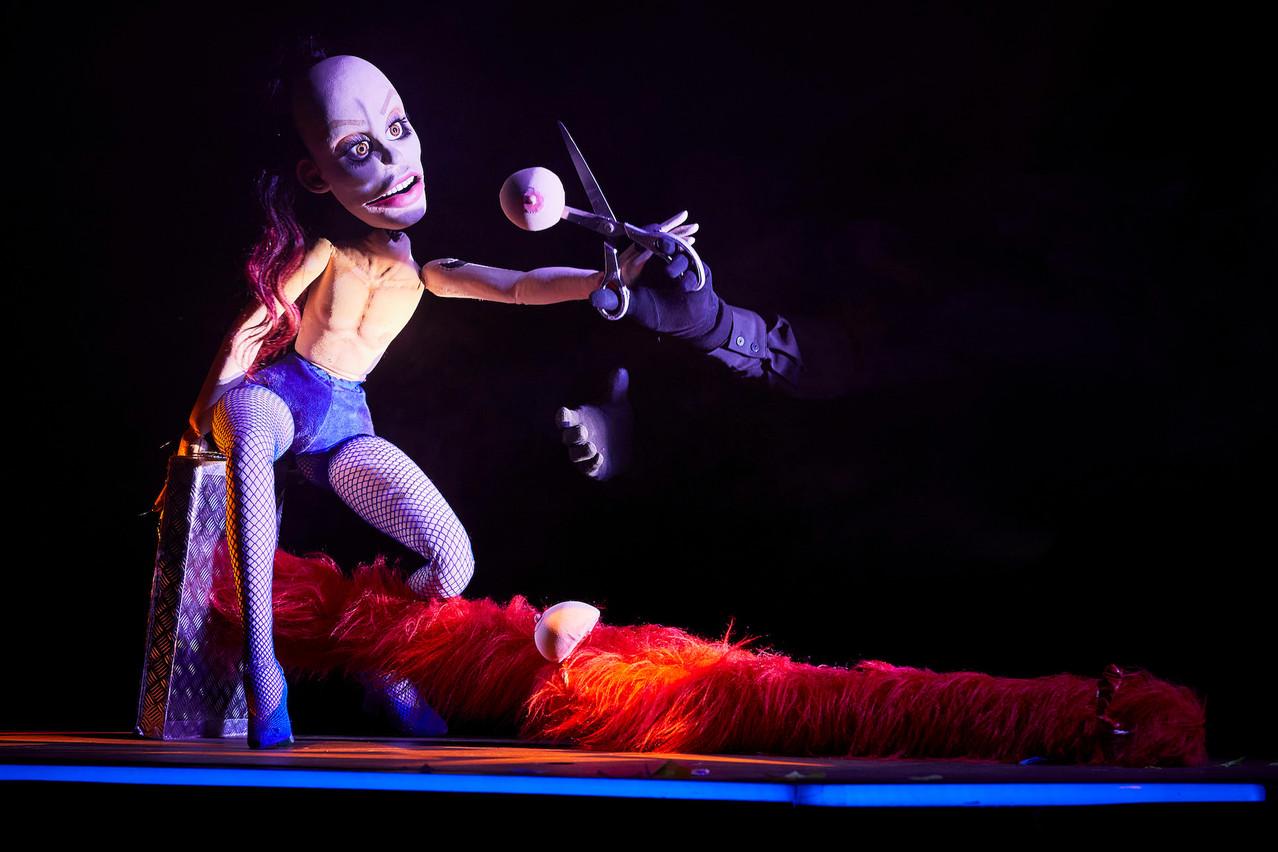 Hen,diva enragée et virile à la fois, marionnette drag-queen sans tabou, se raconte et interroge sur le genre cette semaine au Kinneksbond de Mamer. (Photo: ChristopheRaynaud de Lage)