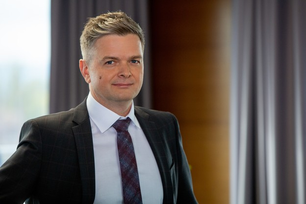 Fort de 20ans d'expérience, dont 10 chez Docler Holding, où il était directeur opérationnel et directeur de l'innovation,Márton Fülöp rejoint PM-International, géant européen des compléments alimentaires qui commercialise Fitline. (Photo: PM-International)