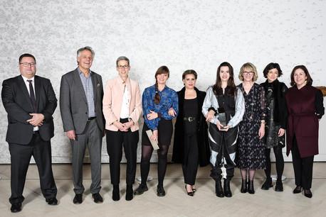 Mary-AudreyRamirez (à droite deSon Altesse Royale la Grande-Duchesse) et NoraWagner (à gauche de Son Altesse Royale la Grande-Duchesse) ont été récompensées par le prix EdwardSteichen2019. (Photo:Romain Girtgen/Edward Steichen Award Luxembourg)