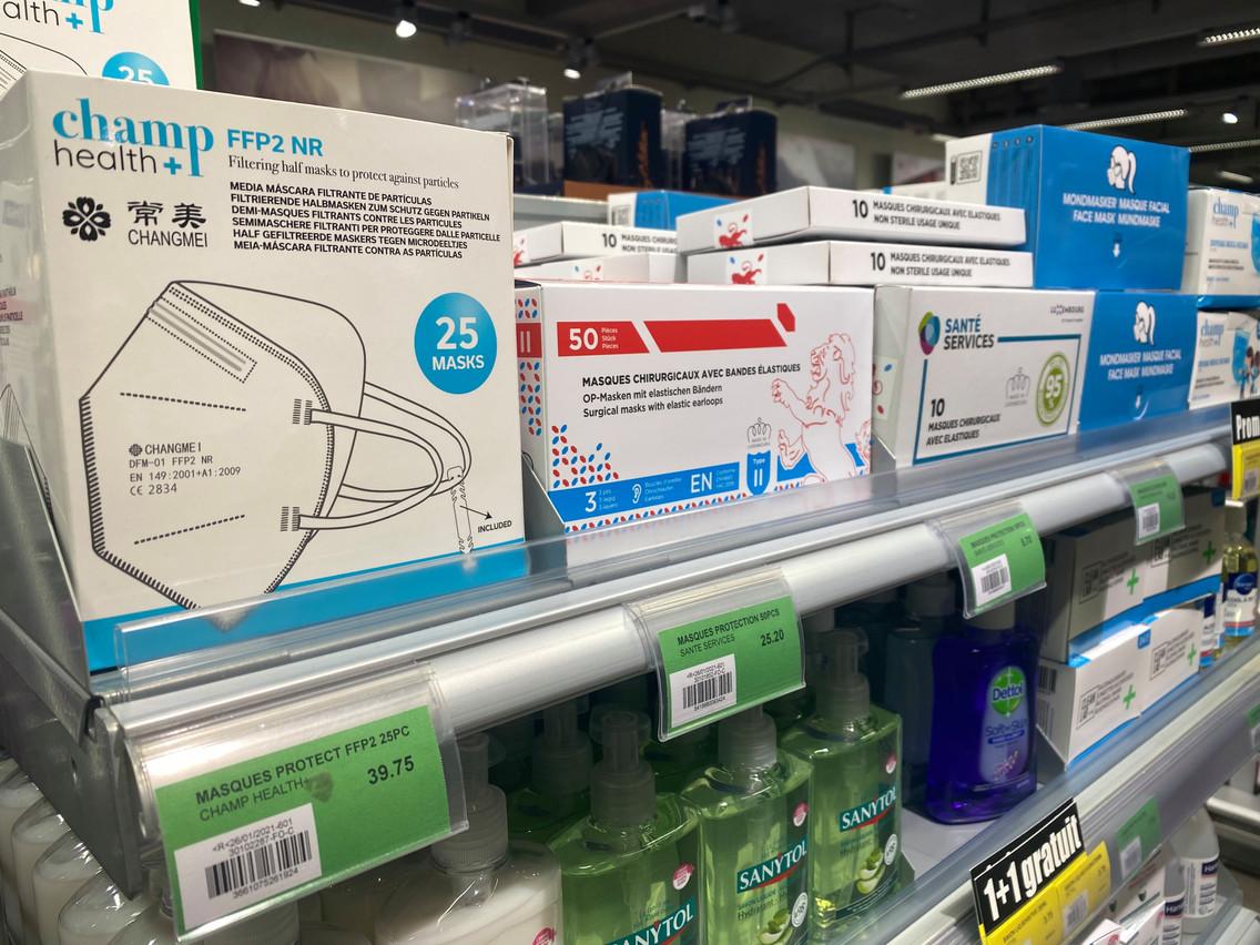 Un large choix de masques est proposé à la vente dans les supermarchés du pays. (Photo: Paperjam)