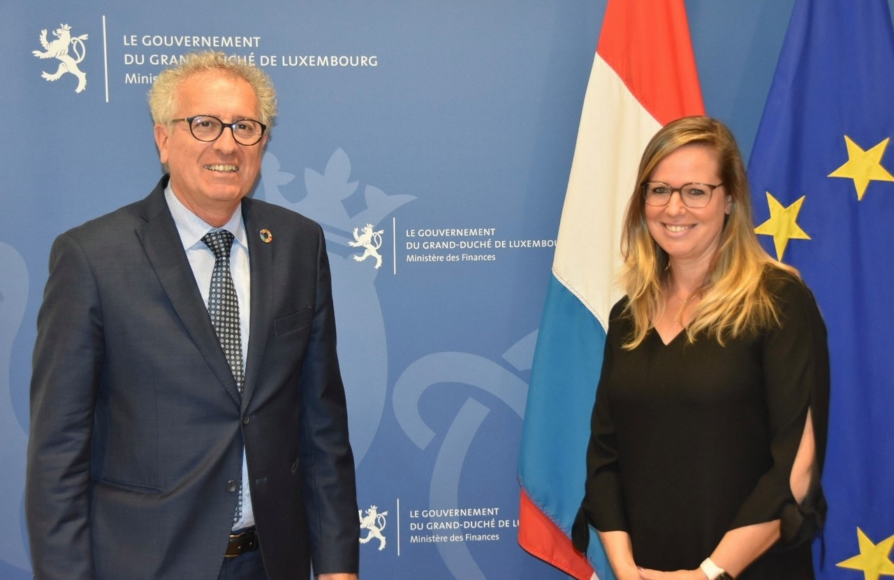 Finance minister Pierre Gramegna with Maureen Wiwinius, president of the CAA and CSSF boards Photo: MFIN