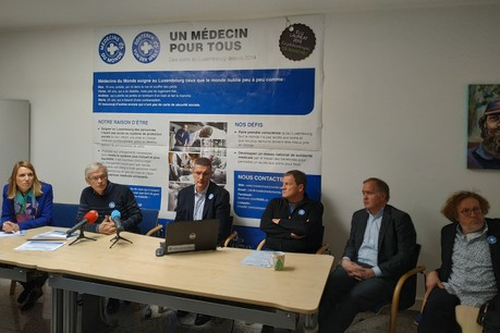 Le président de Médecins du Monde Luxembourg, Jean Bottu (3e en partant de la gauche) lors de la conférence de presse du 19 mars 2019 au sujet de la reconnaissance d'utilité publique de l'association. (Photo: Paperjam)