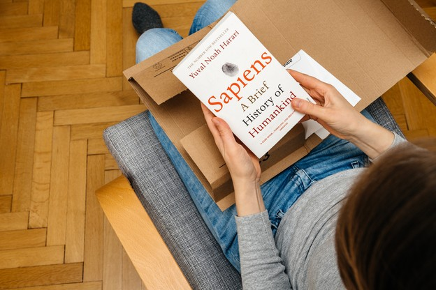 «Sapiens» fait partie des essais les plus vendus par la librairie Alinéa cet été. (Photo: Shutterstock)