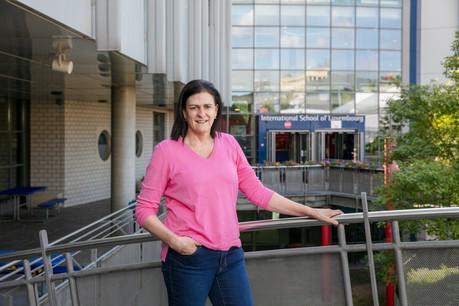 ElizabethCutshall, professeur de mathématiques à l'ISL, vit à Merl depuis 15ans. (Photo: Romain Gamba/Maison Moderne)