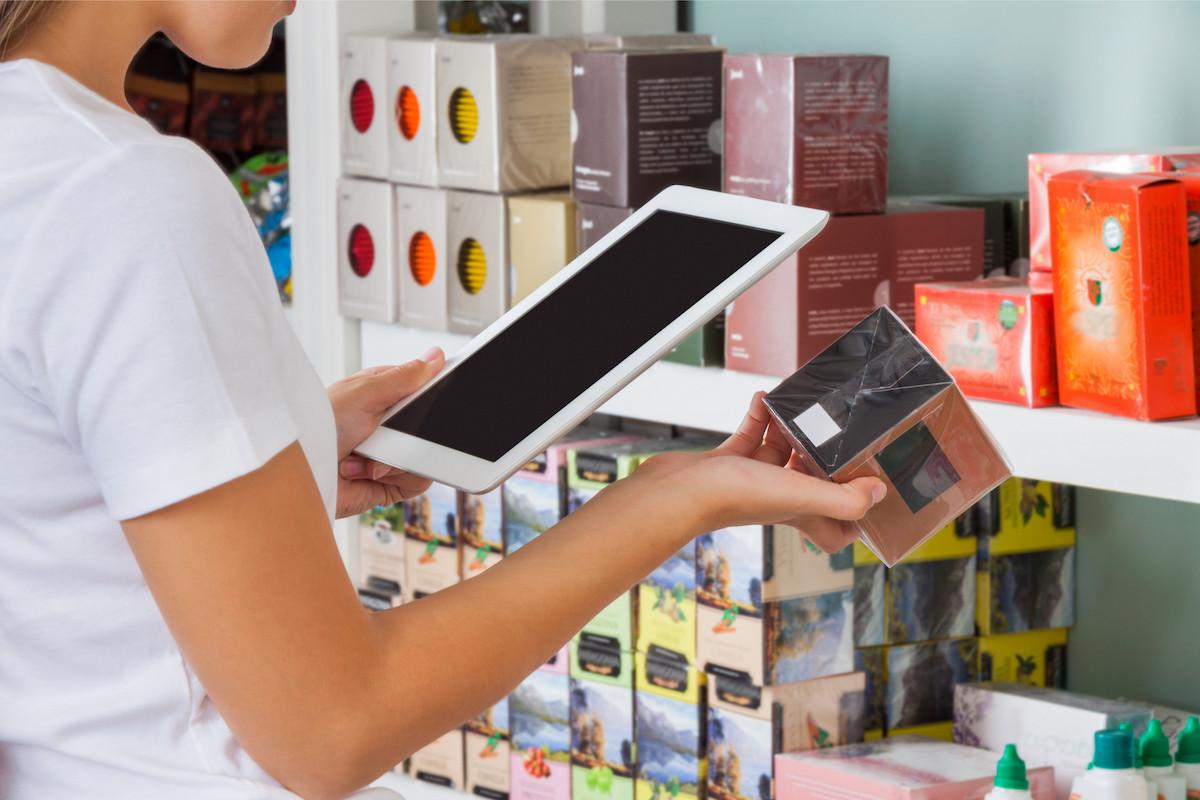 La tendance est donc au retail 360°, ou commerce phygital, où les commerces doivent à la fois être présents sur le web et dans les rues pour toucher le maximum de personnes. (Photo: Shutterstock)