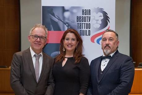 Marion Thill (ici à droite), aux côtés de Luc Olinger, président de laConfédération Hair Beauty and Tattoo Guild, et Alexa Ballmann, vice-présidente. (Photo: Eta Carinae Photography)