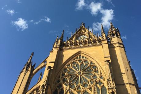 De la «fumée blanche» au-dessus de la cathédrale de Metz. Bien malin est celui qui pourrait prédire ce que les élections municipales décideront dans six mois exactement. (Photo: Paperjam)