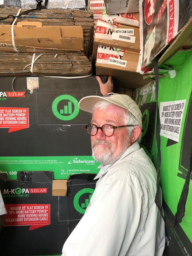 RaymondSchadeck a rencontré les dirigeants de la société kényane M-Kopa, qui vend des panneaux solaires portables et connectés. (Photo: LMDF)