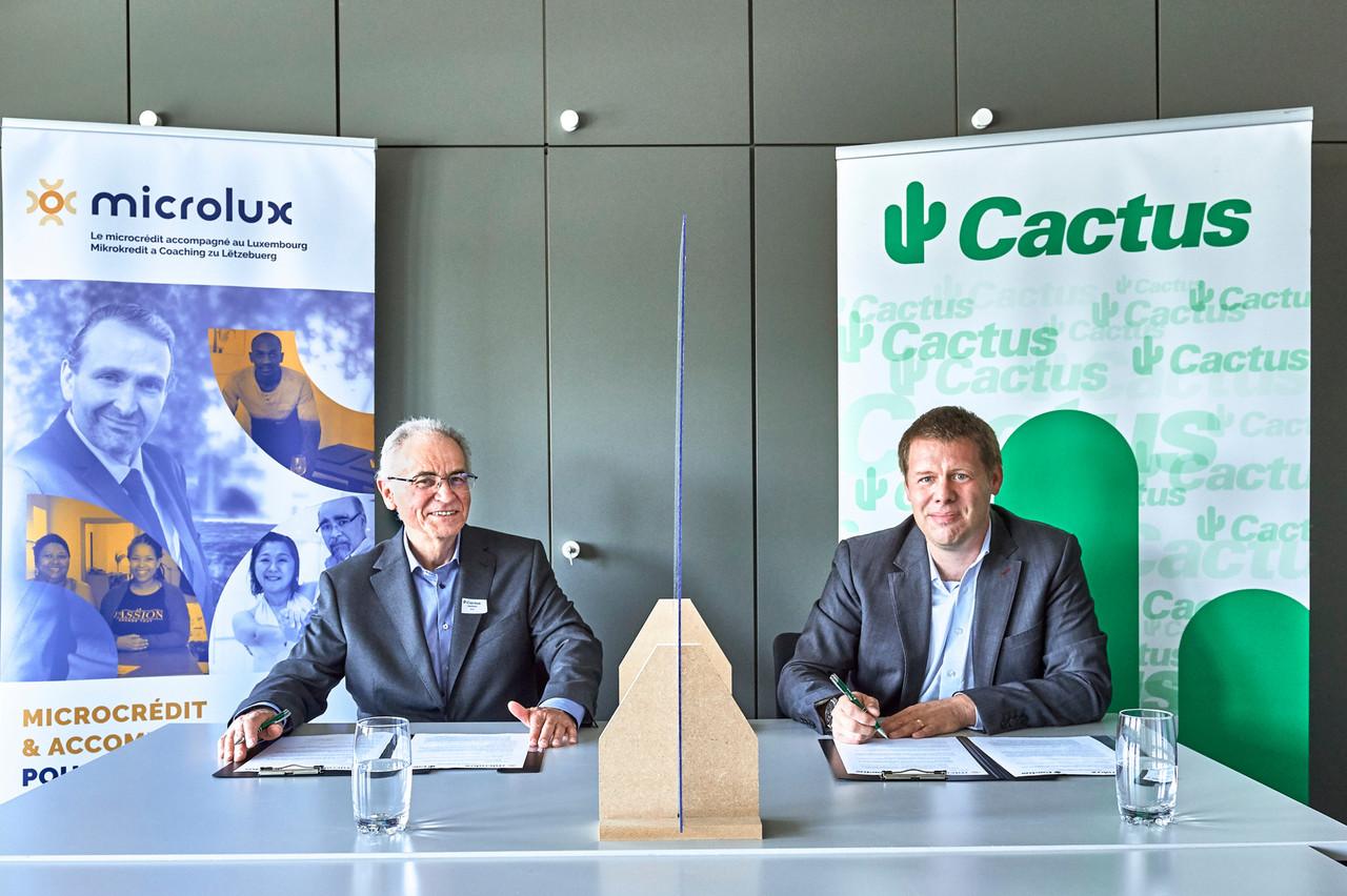 RémyJacob, président de Microlux, et GillesFeipel, de Cactus Marketing, lors de la signature du contrat de partenariat dans les locaux de Cactus à Windhof. (Photo: Cactus)