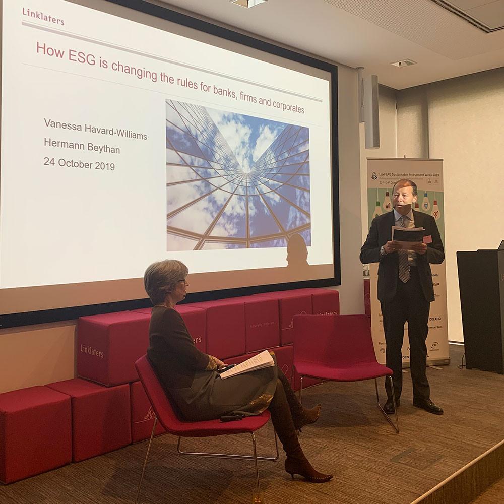 Vanessa Havard-Williams, partner et global head of environment chez Linklaters London, intervenait lors d'une conférence organisée dans le cadre de la semaine Luxflag de l'investissement durable, le 24 octobre. (Photo: Luxflag/Linklaters)