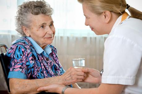Le vieillissement de la population aura un double impact: d'abord, il faut anticiper les besoins en accueil et en soins des seniors, et ensuite, dans un vivier transfrontalier, il faudra trouver la main-d'œuvre utile. (Photo: Shutterstock)
