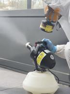 Un agent virucide est pulvérisé à l'aide d'un nébuliseur. ((Photo: RHS))