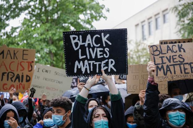 Une manifestation devant l'ambassade des États-Unis à Luxembourg pour dénoncer le racisme et réclamer plus de justice après la mort de George Floyd. (Photo: Romain Gamba / Maison Moderne)