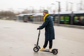 Avec sa trottinette électrique, Fabien Rodrigues a bouclé le parcours en 24 minutes. ((Photo: Romain Gamba / Maison Moderne))