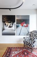 Françoise Kuth aime profiter de son salon, seule ou avec des amis, pour discuter, lire, écouter de la musique ou regarder une série. ((Photo: Matic Zorman / Maison Moderne))