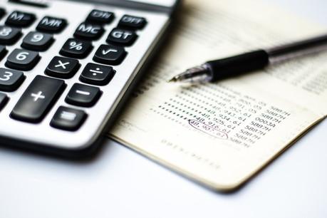 À l'heure où la crise et les plans de relance pèsent sur le budget de l'État, peu de solutions se profilent pour financer ces dépenses extraordinaires. (Photo: Shutterstock)
