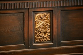An example of the sort of motifs adorning the site Romain Gamba / Maison Moderne