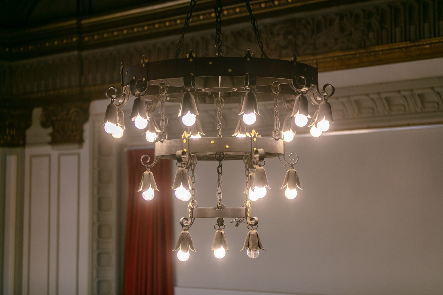 Chandeliers were once worked with ropes but have since been modernised Romain Gamba / Maison Moderne