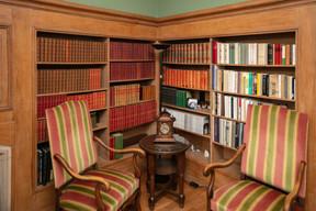 L'espace bibliothèque où ont été tournées certaines parties de la coproduction luxembourgeoise «Hannah Arendt».  ((Photo: Romain Gamba/Maison Moderne))