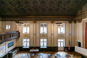Une scène constituait autrefois l'élément principal de cette «salle des fêtes». ((Photo: Romain Gamba/Maison Moderne))