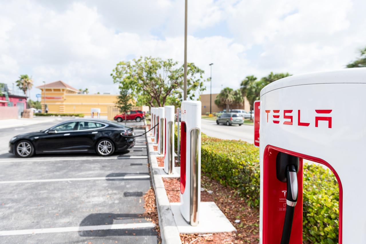 Un an après un premier échec, Elon Musk veut relancer Tesla Insurance, qui ferait payer les conducteurs en fonction de leur style de conduite. Une idée déjà sur le marché. (Photo: Shutterstock)