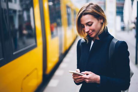 De chez soi au travail, d'un point à un autre, avec une seule offre, embarquée dans son téléphone: le rêve de tous ceux qui sont confrontés aux bouchons et à des solutions multiples, chères et chronophages. (Photo: Shutterstock)