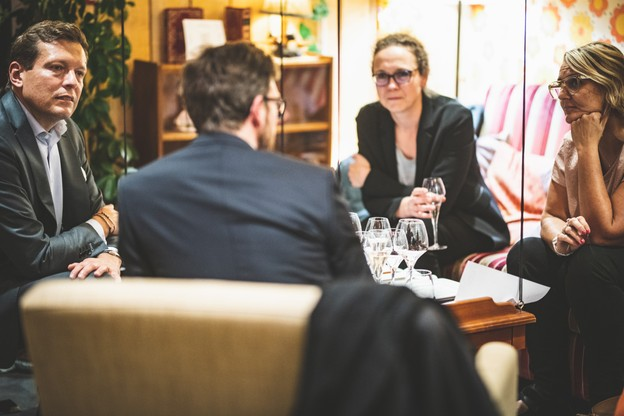 Renaud Oury (Apex Fund Services) et Caroline Lamboley (Lamboley Executive Search). (Photo: Arthur Ranzy / Maison Moderne)