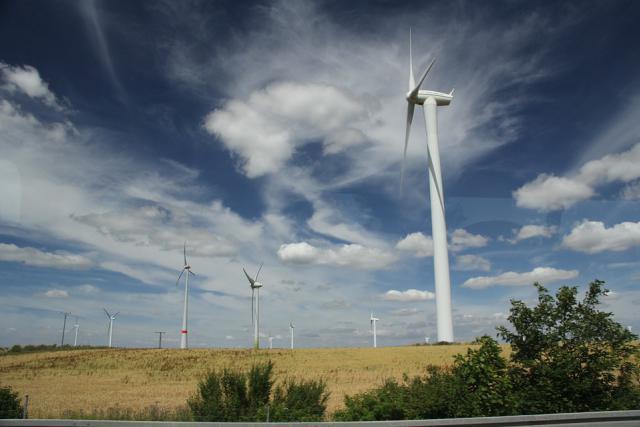 Deux structures fonctionnant à la biomasse et l'implantation de 15 nouvelles éoliennes vont permettre en partie au Luxembourg de combler son retard en matière de consommation d'énergie verte. (Photo: Licence C.C.)