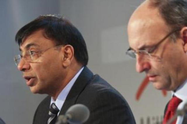 Le CEO Lakshmi Mittal et Michel Wurth, l'un des huit membres du comité de direction. (Photo: Etienne Delorme/archives)