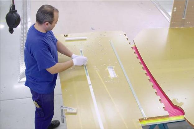Euro-Composites a développé une gamme de panneaux spécifiques, notamment utilisés dans l'industrie aéronautique.  (Photo: Youtube / Euro-Composites)