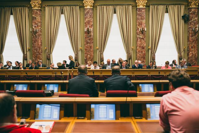L'idée de voir les résidents étrangers élire les députés fait sont chemin mais celle de l'élargissement du droit de vote dès 16 ans est rejetée selon le Politmonitor. (Photo: Sven Becker)