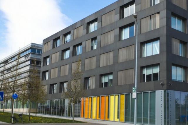 Ciel bleu sur la House of Finance. La convention bancaire est renouvelée... (Photo: archives paperJam)