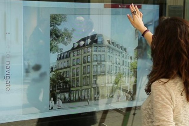 Un écran qui offre les possibilités du tactile sans le toucher, une invention luxembourgeoise aux possibilités internationales. (photo: paperJam.TV)