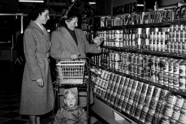 Les magasins en libre-service ont fait leur apparition à Luxembourg en 1952. (Photo: Pol Aschman © Photothèque de la Ville de Luxembourg)