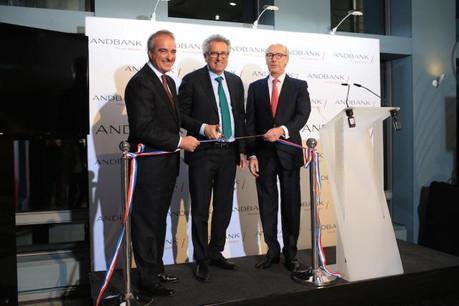 Le ministre des Finances Pierre Gramegna a inauguré, ce jeudi, les nouveaux locaux, en présence de Manel Cerqueda, le président du conseil du groupe Andbank, et Manuel San Salvador, le CEO au Luxembourg.  (Photo: Andbank Luxembourg)