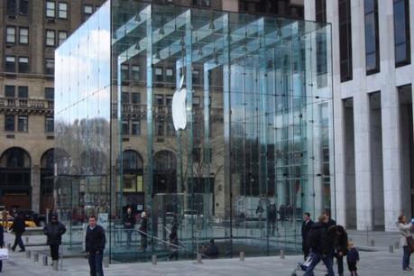 L'Apple store sur la cinquième avenue à New York ou une idée du gigantisme de la marque. (Photo: Licence CC)