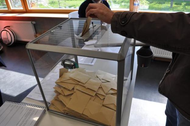 Marine Le Pen, qui accompagnera Emmanuel Macron au second tour, n'arrive qu'en quatrième position, derrière Jean-Luc Mélenchon, avec 6,1% des voix. (Photo: Maison Moderne)