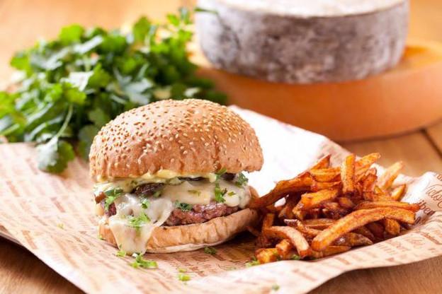 La chaîne Big Fernand propose un «hamburgé» à la française, avec un pain «frais et chaud», de la viande d'origine française, ainsi que des frites et des sauces «maison». (Photo: Facebook / Big Fernand)