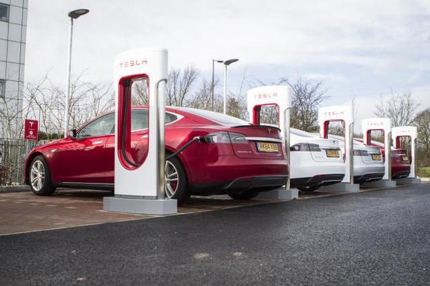 Trancher entre la technologie européenne ou la japonaise permettrait d'établir un solide réseau de bornes rapides sur les grands axes routiers. (Photo: Tesla-DR)
