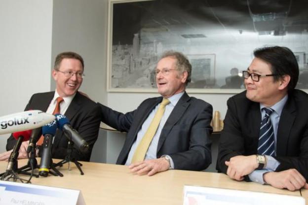 Le président du conseil d'administration entouré du nouveau CEO et de l'ancien. (Photo: Charles Caratini)